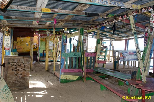 8519-To_Bombas_Shack_Inside_1.jpg