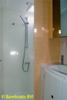 716-Lagoon_400S2_Escapade_Port_Shower.jpg