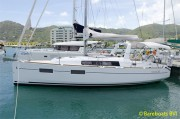 1112-Beneteau_Oceanis_35_At_Dock.jpg